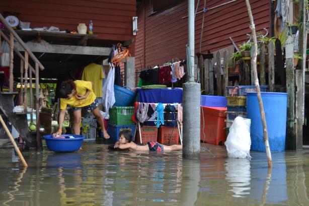 Everyday life along the canals in Damnoen Saduak outside Bangkok.